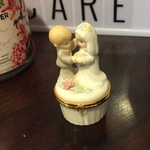 Other - Wedding themed porcelain ring holder